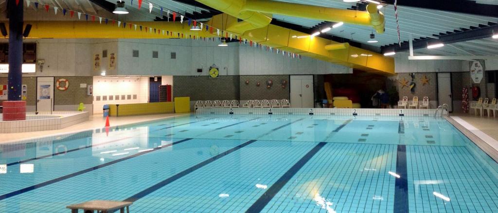 BAIYILED LED verlichting voor Zwembaden geïnstalleerd om Aqualaren