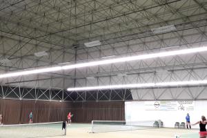 Atlas LED Lijnverlichting geïnstalleerd om Berg en Bal Tennisveld