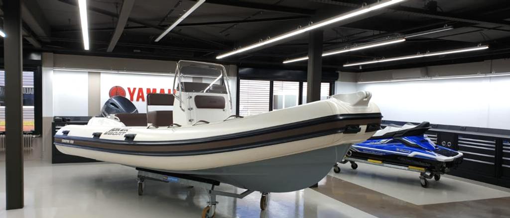 Atlas led Lijnverlichting geïnstalleerd om werkplaats Yamaha Amsterdam