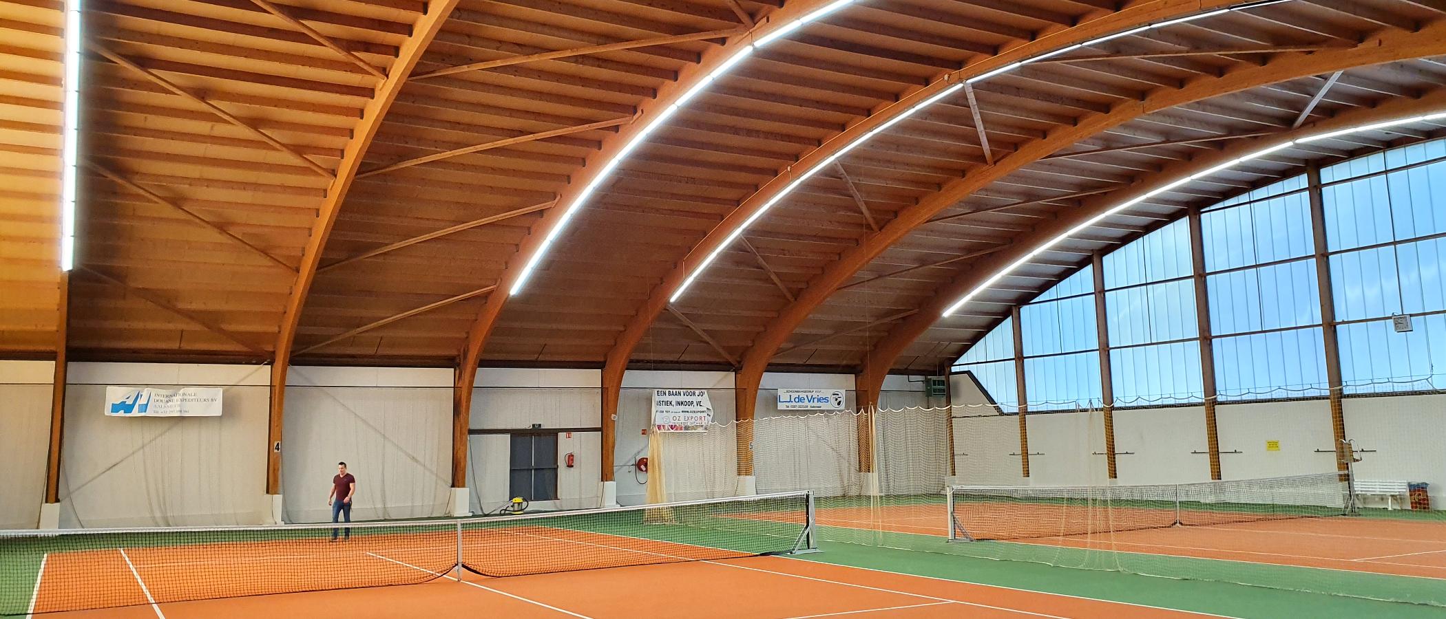 BAIYILED LED Tennis verlichting geïnstalleerd met Aurora LED Lijnverlichting
